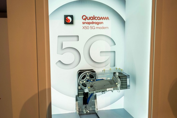 모뎀 기술도 소형, 양산 단계에 접어들고 있다. 곧 5G를 이용하는 스마트폰도 등장할 것이다. - 최호섭 제공