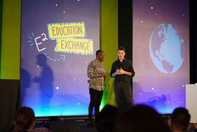 가나의 리처드 아피아 아코토 교사는 컴퓨터 없이 학생들에게 디지털 교육을 할 수 있다는 것을 보여주었다. - 최호섭 제공