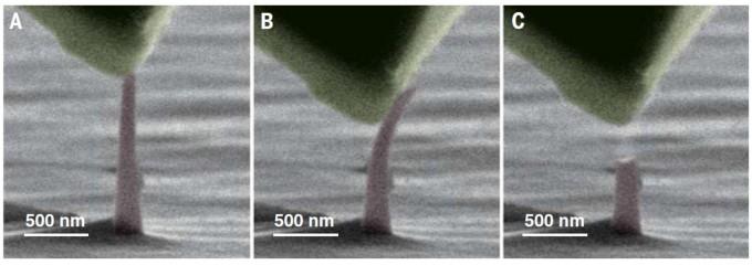 전자현미경으로 촬영한 나노 다이아몬드 바늘. 압력을 가하면 휘어지다(두 번째 사진), 한계를 넘으면 부러진다(세 번째 사진). -사진 제공 사이언스