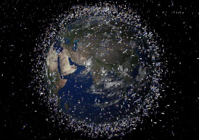 지구 궤도를 돌고 있는 우주쓰레기의 상상도. - 위키미디어