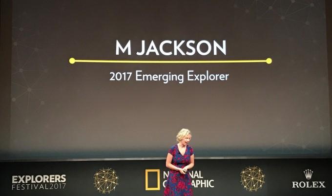 엠잭슨은 빙하와 함께했던 기억과 빙하가 사라진 현실 사이에서 주민들이 느끼는 충격을 스토리로 전달해 기후변화의 심각성을 일깨우고 있다.