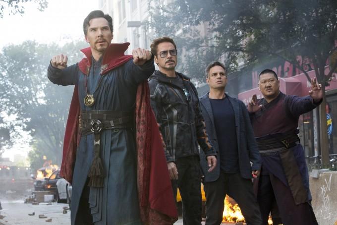 왼쪽부터 닥터 스트레인지, 토니 스타크(아이언맨), 브루스 배너(헐크), 웡