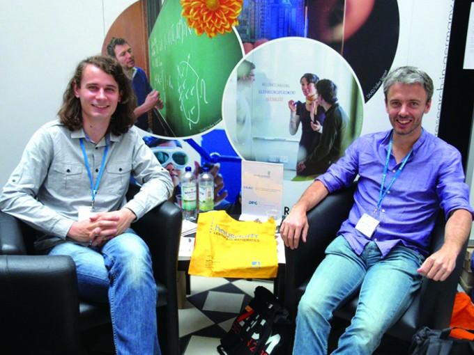 2016년 7월, 윌리엄슨 교수(오른쪽)는 또 다른 필즈상 후보인 페터 숄체 교수(왼쪽)와 함께 유럽수학상을 받았다. 그때 찍은 사진. - Hausdorff Cente 제공