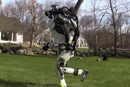 사람처럼 달리는 로봇