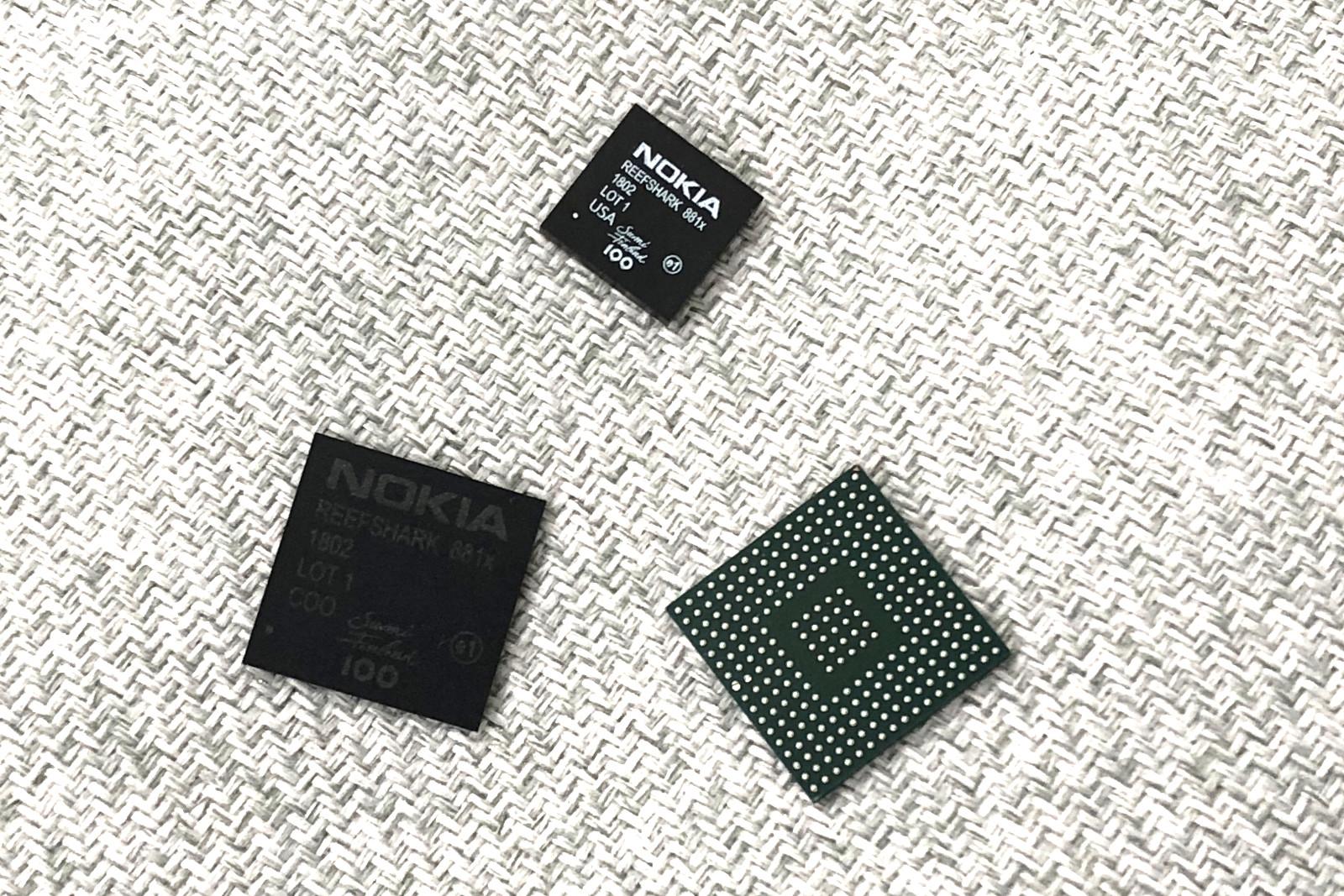 노키아의 리프샤크, 손톱만한 칩 안에 여러 장비들의 기능들을 품은 통합 프로세서다.- 최호섭