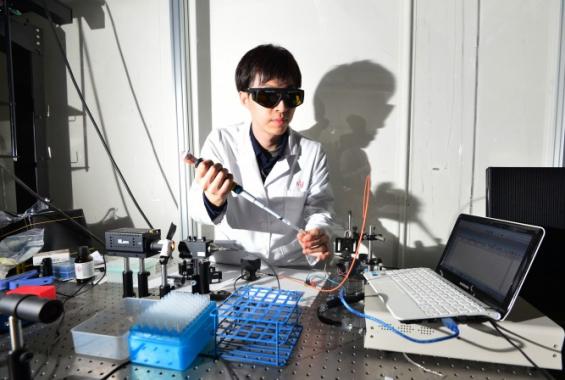 '인공망막' 제조 앞당긴다...색-밝기 구분하는 '빛 감지 소재' 개발