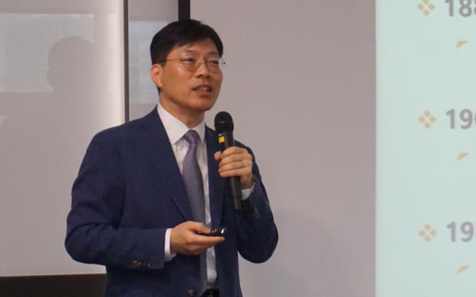 박연규 한국표준과학연구연 물리표준연구부장이 표준정립체계 및 남북협력방안에 대해 설명하고 있다-한국표준과학연구원 제공