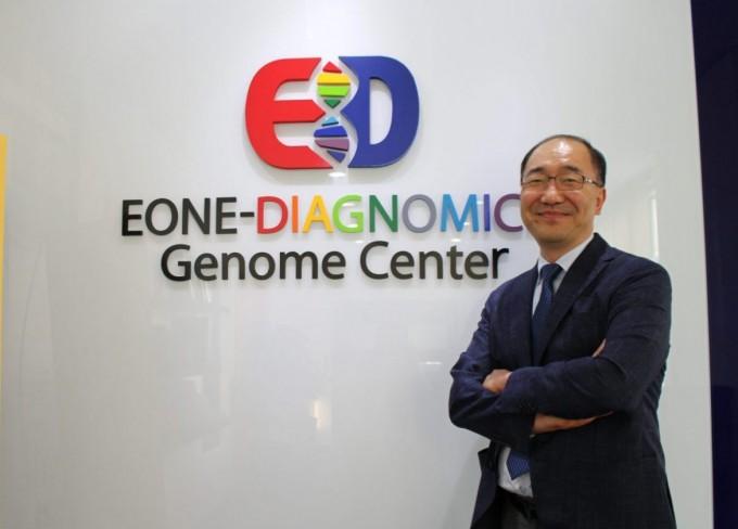 """미국과 한국에서 게놈분석 기업을 설립한 이민섭 이원다이애그노믹스 공동대표는 """"게놈과 유전자 분석이 꼭 희귀질환같이 심각한 이미지와 연결되는 것은 아니다""""고 강조했다. 그는 """"궁극적으로는 의료 목적으로 가야겠지만 재미있고 가벼운 서비스로 대중의 인식을 바꿀 필요도 있다""""고 말했다. -사진 제공 이원다이애그노믹스"""