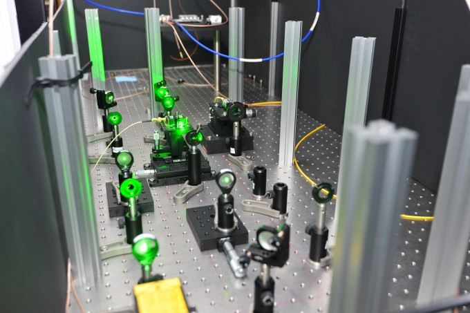 한국과학기술연구원(KIST) 양자정보연구단은 다이아몬드와 광자를 동시에 이용하는 하이브리드 양자컴퓨터를 연구 중이다. -사진 제공 KIST