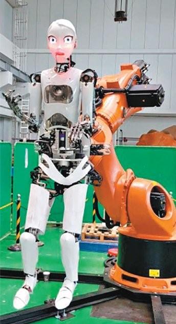 연극 로봇 시스템 '라오라'가 노래를 부르고 있다. 안산=전승민 기자
