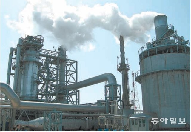 울산에 위치한 석유화학 공장. 인체에 유해한 오존과 초미세먼지(PM2.5)의 원인 물질인 휘발성유기화합물(VOCs)을 배출한다. 동아일보DB