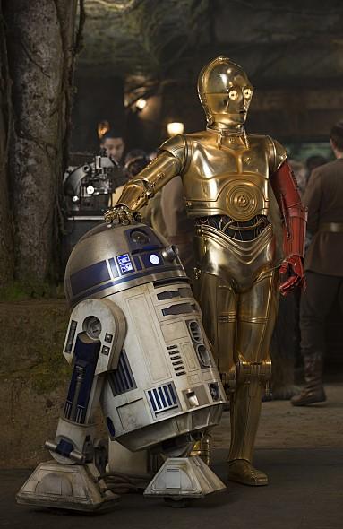 스타워즈를 대표하는 두 대의 로봇. R2-D2와 C-3PO.