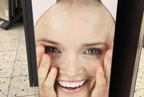 머리가 다 빠진 여자 모델?