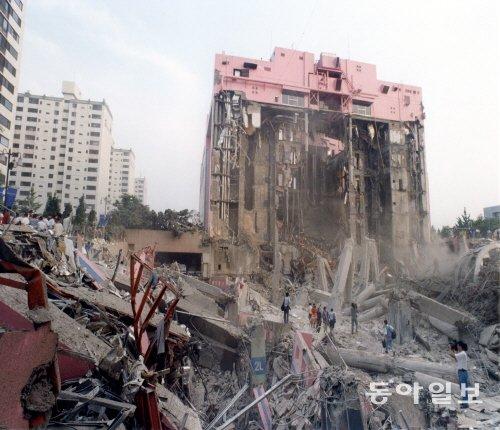 1995년 발생한 삼풍백화점 붕괴 사고. - 동아일보DB