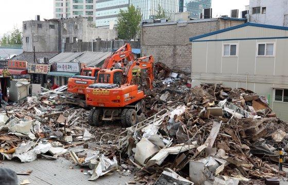 6월 3일 용산에 위치한 4층 건물이 붕괴됐다. 1966년에 지어진 노후 건물로, 현재 정확한 붕괴 원인은 조사 중에 있다. - 동아일보DB