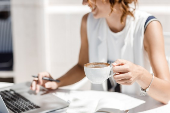 [강석기의 과학카페] 잠 안 설치려면, 커피 언제 얼마나 마셔야 하나