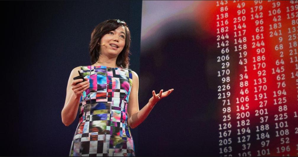 페이페이 리 미국 스탠퍼드대 컴퓨터과학과 교수가 TED 강연을 하고 있는 모습. 리 교수는 2007년 학습데이터를 모으는 이미지넷 프로젝트를 진행했다. - TED 제공