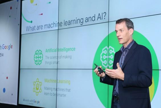 """구글 인공지능 수장의 숙제...""""공정한 AI 위해 노력해야"""""""
