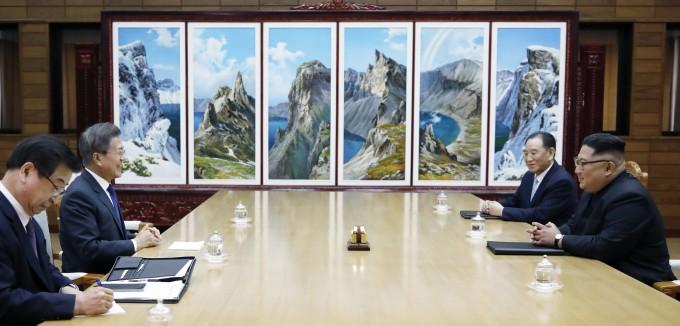 4월 27일 남북 정상회담에이어 2차 남북 정상회담에서도 북한은 다시 한번 '한반도 완전한 비핵화'를 약속했다. - 사진 청와대 제공
