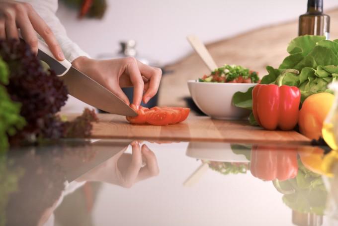 미생물은 견과류, 채소, 껍질 있는 과일, 현미 등을 좋아한다고 - 사진 GIB 제공