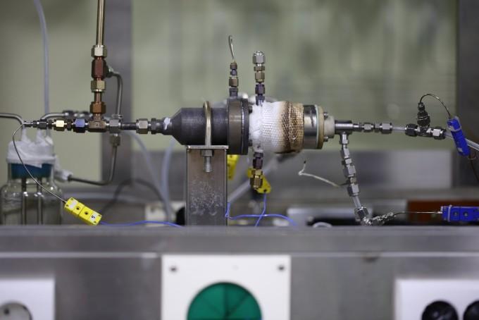 한국기계연구원이 개발한 쓰레기매립지가스(LFG) 전환 장치. 이산화탄소, 메탄 등을 99% 연료로 전환할 수 있는 소형 공정 기술로, 국내 75%에 이르는 중소규모 쓰레기매립지에 적용할 수 있다. - 한국기계연구원 제공