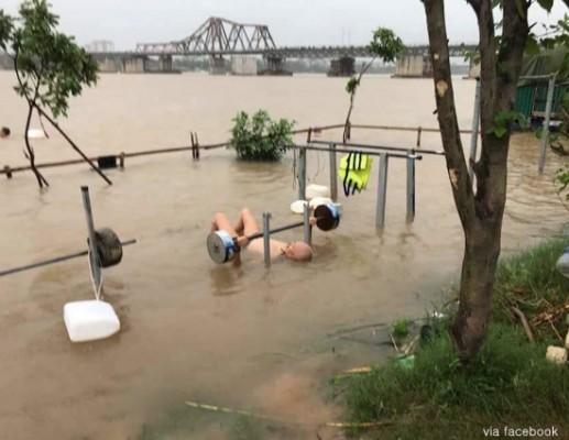 홍수 나도 운동하는 남자