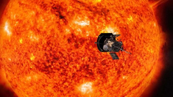 다음 달 발사될 예정인 미국항공우주국(NASA)의 태양 탐사선 '파커 솔라 프로브'의 상상도. 역대 가장 가까운 거리인 약 620만 km 지점까지 접근해 태양 코로나(태양풍)를 집중 관측한다. - 미국항공우주국 제공