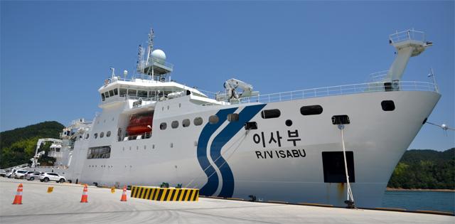 한국이 심해 열수분출공을 발견하는 데 사용한 해양연구선 '이사부호'. - 해양과학기술원 제공