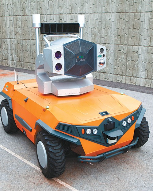 국내 기업 LIG넥스원이 개발한 조류퇴치로봇. - LIG넥스원 제공