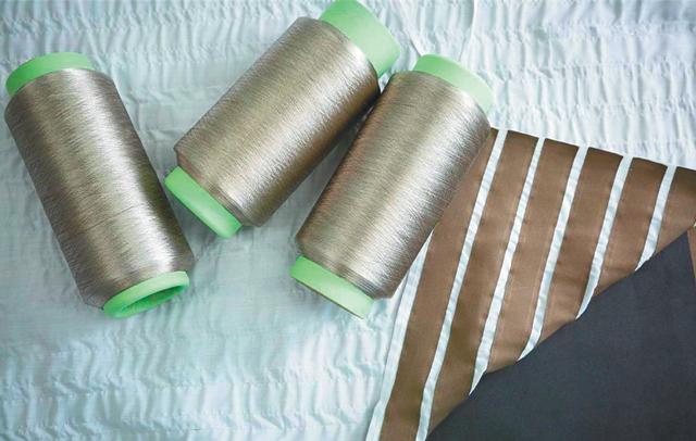 한국생산기술연구원(생기원)에서 개발한 특수 전도성 실. 이 실로 직물을 짜서 3겹으로 겹치면 압력감지 섬유로 변신한다.