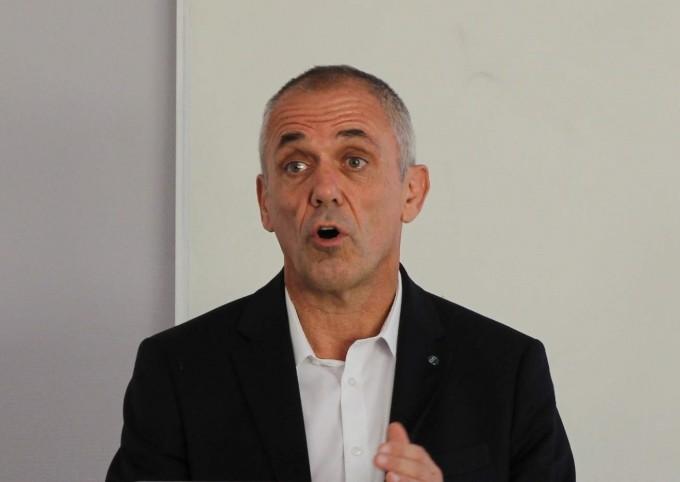 안토인 페티 프랑스 국립과학연구센터(CNRS) 이사장이 9일(현지 시간) 프랑스 툴루즈에 위치한 우주과학 및 행성학연구소(IRAP)에서 기자와 만나 이야기 하고 있다. - 툴루즈=송경은 기자 kyungeun@donga.com