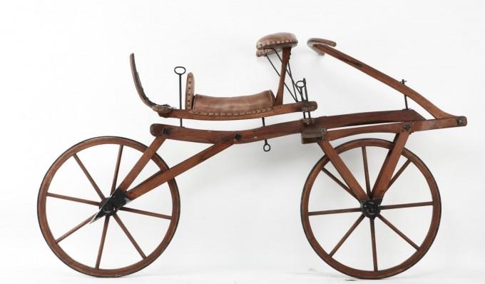 1817년에 발명된 세계 최초의 자전거 '칼 폰 드라이스 드라이지네'. - 국립과천과학관