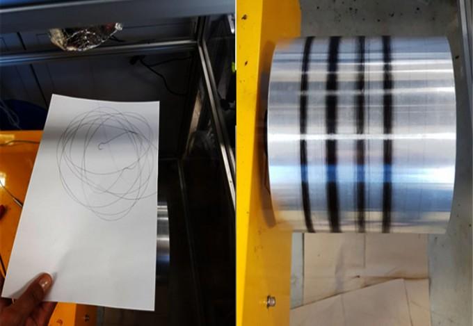 에너지연 연구진이 석탄 처리 과정에서 탄소섬유를 뽑아내고 있다(왼쪽), 뽑아낸 섬유를 원통형 구조물로 둥글게 감아내고 있는 모습(오른쪽).