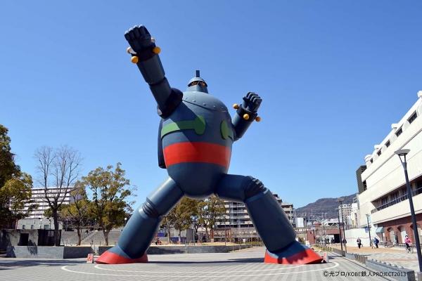 일본 고베 지역에 설치된 철인 28호 동상. 철인 28호가 국민적으로 얼마나 큰 인기를 얻고 있는지 알 수 있다.