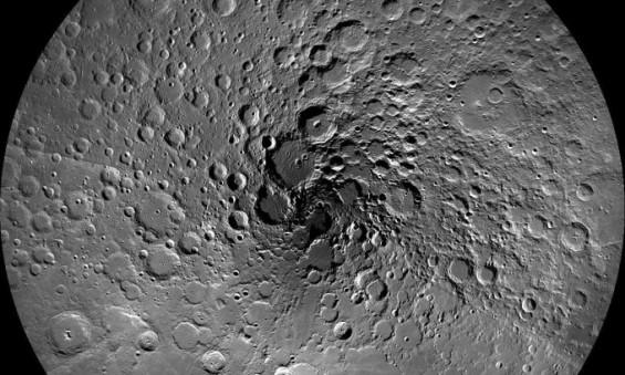 달 표면서 얼음 확인…달 식민지 활용 가능 수준