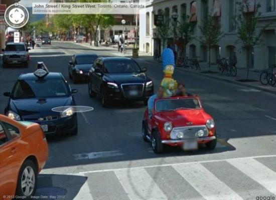 도로를 달리는 장난감 차?