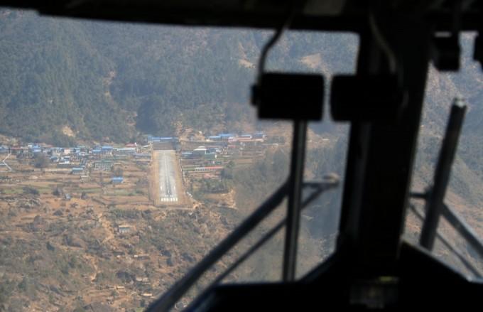 세계에서 가장 위험한 공항 - Reinhard Kraash(w) 제공