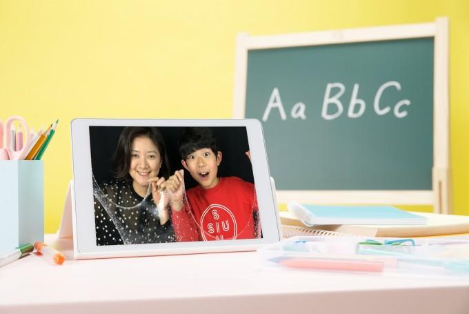 마이린(오른쪽)과 마이린TV에 자주 출연하는 마이린의 어머니 이주영 씨(왼쪽). 이주영 씨는 2018년 4월부터 새로운 채널'마이맘TV'를 만들어 유튜브 크리에이터로 활동을 시작했다. - 마이린 TV 제공