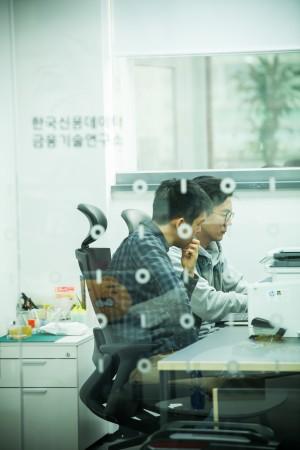 한국신용데이터의 업무 모습