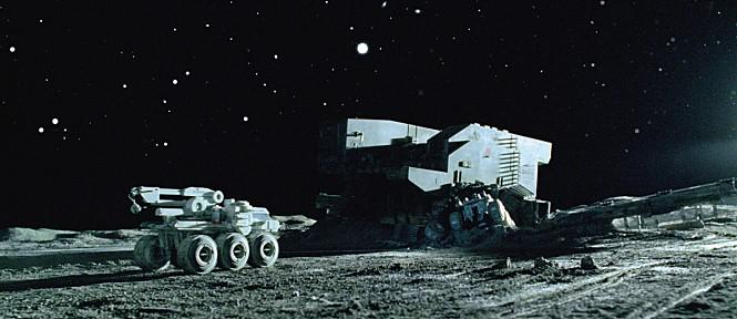 헬륨-3와 같은 자원을 채굴하기 위해 달 표면을 탐사하는 과정을 그린 영화 '더 문(The Moon)' - 더 문 제공
