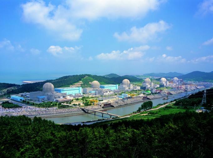 한빛 원자력발전소 4호기의 격납건물에서 콘크리트가 채워지지 않은 빈틈이 계속 발생해 문제가 되고 있다. 위키피디아 제공