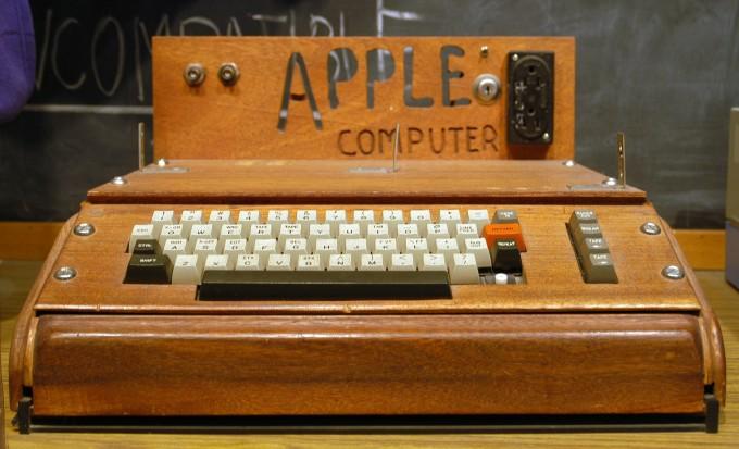 출시 당시의 '애플-1' 컴퓨터의 모습. - 위키미디어 제공