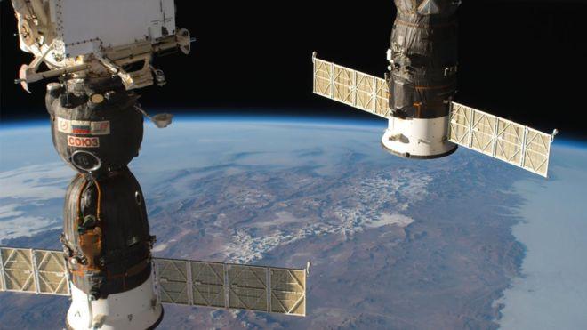 이번에 공기 누출이 일어난  러시아의 소유즈 우주선. 국제우주정거장에 도킹하면 하나의 거주구간이 된다. 미국항공우주국 제공.