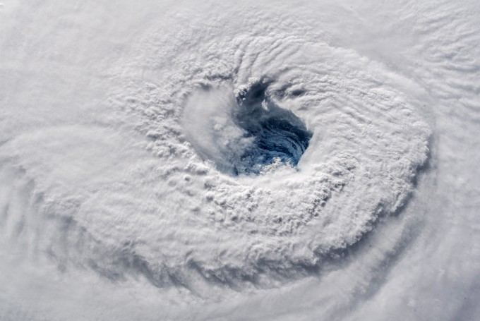 미항공우주국(NASA)가 12일(현지시간)공개한 허리케인 플로렌스의 모습. 국제우주정거장(ISS)에 체류하고 있는 우주비행사 알렉산더 게르스트가 찍은 사진 - NASA