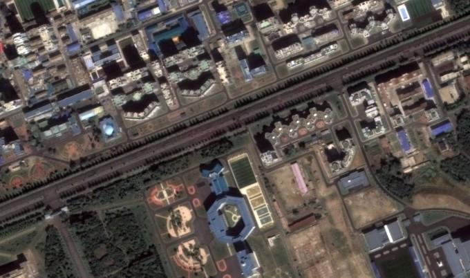 카퍼레이드 직후 군중이 거리를 통해 이동하는 장면 -(c)Deimos Imaging, an UrtheCast Company