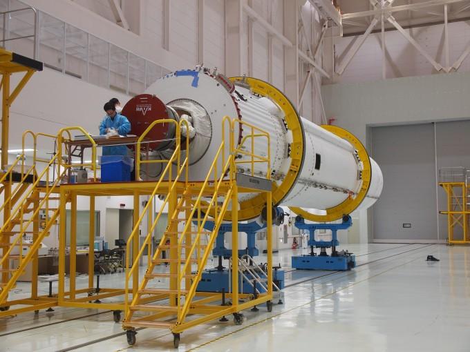 6일 전남 고흥군 나로우주센터에서 10월 말 발사될 시험발사체가 공개됐다. -사진 제공 윤신영