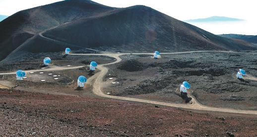 다중신호 천문학에선 중력파와 우주전파를 모두 활용한다. 멀리 떨어진 여러 대의 전파망원경을 동원하는 초장기선 간섭 관측법(VLBI)도 자주 동원된다. 사진은 미국 하와이 마우나케아 천문대에 자리한 '서브미터' VLBI 관측 장비의 모습. 스미스소니언 천문대 제공