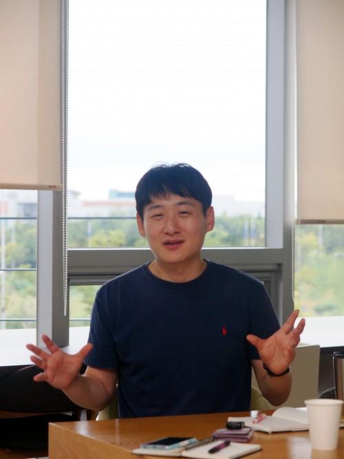 인터뷰 중인 이원영 박사. -사진제공 윤신영
