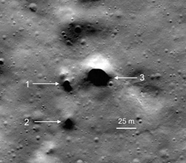 달의 북극에 위치한 용암동굴 입구로 추정되는 장소 - NASA 제공