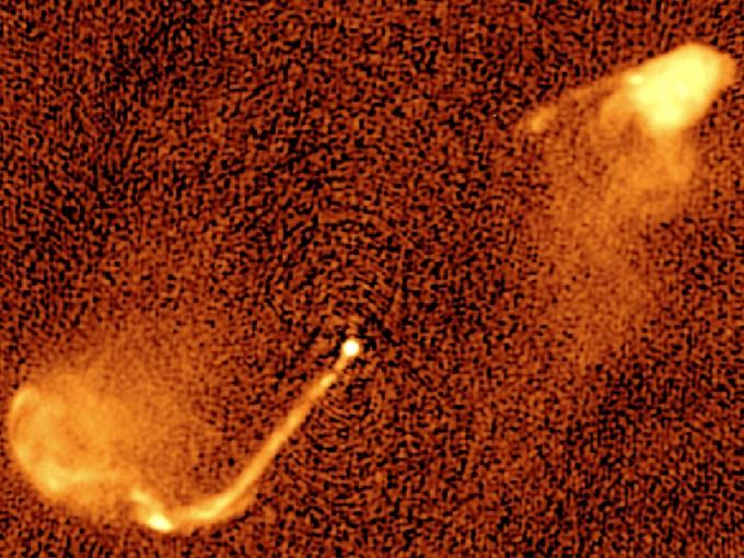 이번에 연구된 곳 중 하나인 3C 334 은하 중심부. 설명은 아래 사진에. - 사진 제공 마틴 크라우스